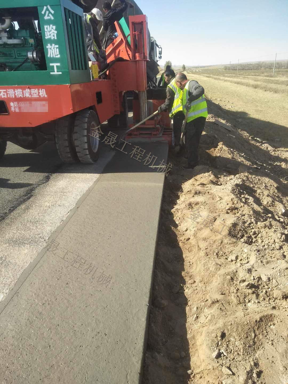 施工公路路缘石项目水渠滑模机提供解决方案
